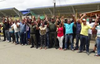 Taxistas y Policía se unen en Puerto Tejada Cauca, en la Red de Aliados para la Prosperidad.