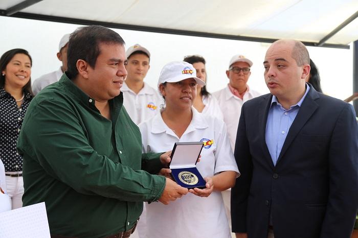 los productos de la industria licorera del Cauca,  los mejores del mundo.