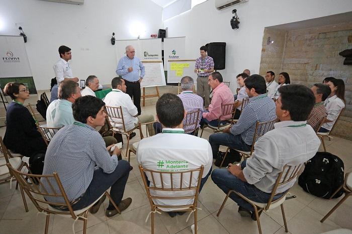 """Agroindustria y agricultura familiar deben trabajar juntos"": Ministro Aurelio Iragorri"
