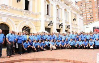 351 taxistas se certificaron como los primeros Taxista PRO de Cali.23