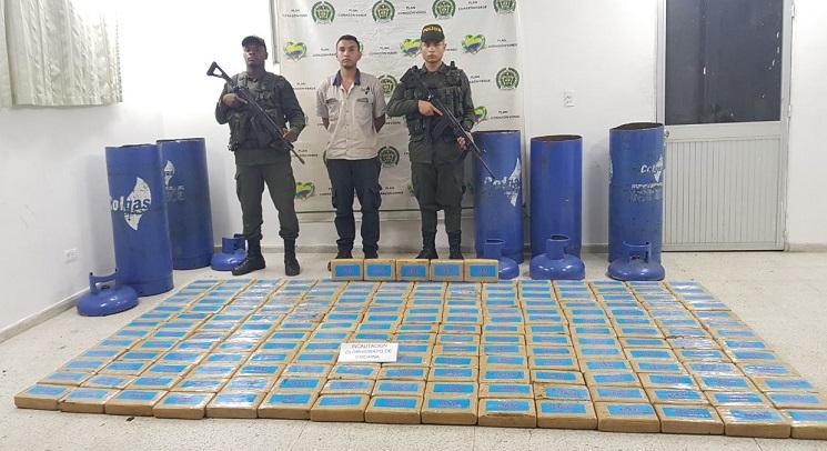 En Villa Rica Cauca, Policía incauta  cocaína encaletada en cilindros de gas.