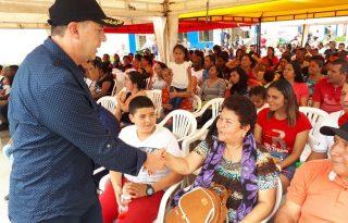 Viceministro de Vivienda Mauricio Rosero, entrega casas gratis a campesinos e indígenas del Cauca