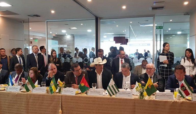 Gobernadores de Colombia solicitan al Gobierno Nacional reasumir el PAE