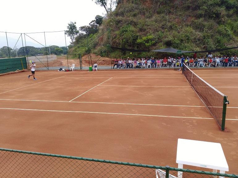 Cancha de Tenis de Campo Bosques de San Martin.